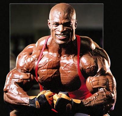 Dünyanın protein tozunu da içseniz, çok şanslı genetik altyapı, yılların emeği ve tabi ki steroidler olmadan böyle olamazsınız.